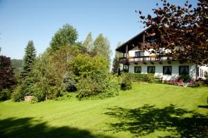 Garten und Liegewiese Landhotel Bayerwald